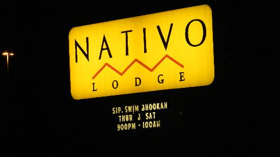 Nativo Lodge Albuquerque: sign at night