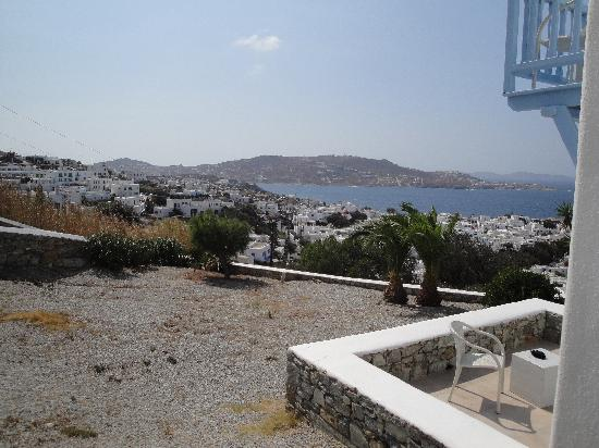 Vencia Hotel: View of Mykonos Town and sea from our private sitting area