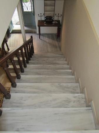 Casa Antica: Marble staircase