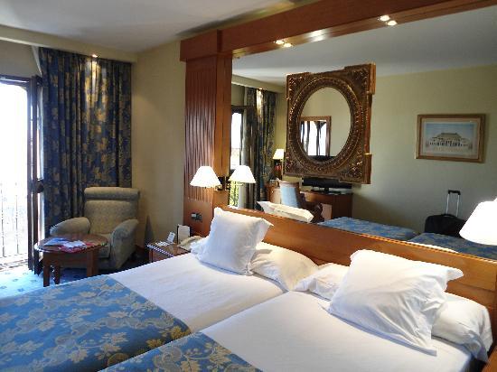 Hotel Sevilla Macarena: Standard twin room