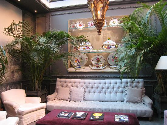 Hotel de Orangerie: The entrance lounge