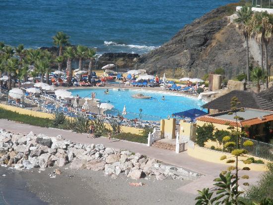 Vista de la piscina desde la habitaci n fotograf a de - Fotos de habitaciones bonitas ...