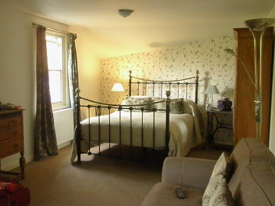 The Tower Bank Arms: Methra bedroom