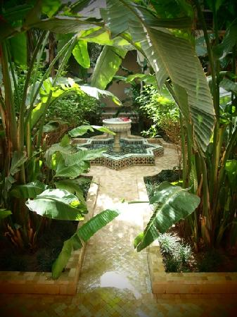 Al Fassia Aguedal: the tranquil courtyard