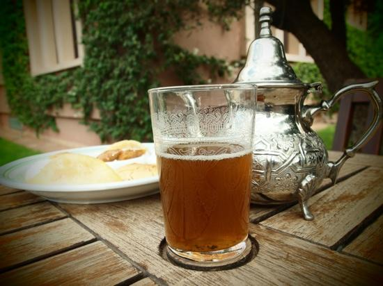 Al Fassia Aguedal: mint tea and moroccan pastries