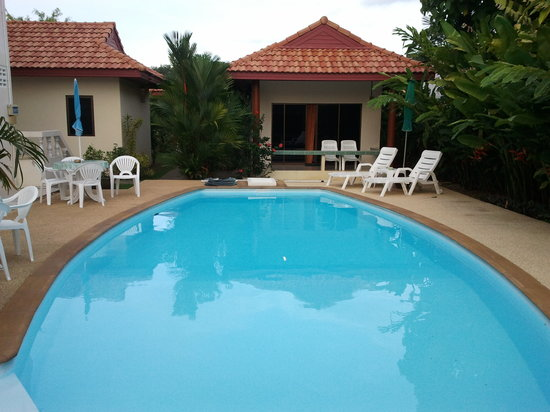 Sansuko Ville Bungalow Resort: rooms are near the swiming pool