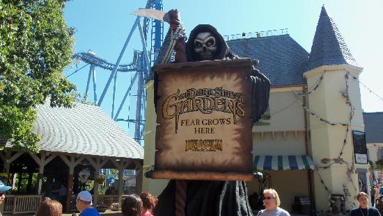 Busch Gardens : the dark side of the gardens