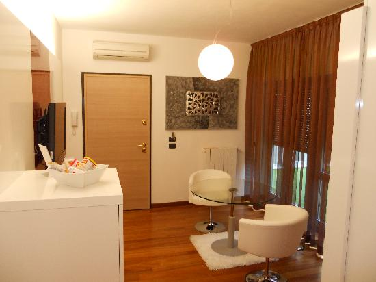 Qualys Hotel Nasco: Suite entrance and  sitting Room