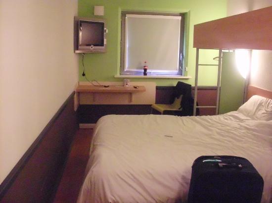 Ibis Budget Bradford: the room