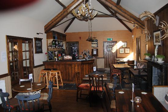 The Saracens Head: Inside..