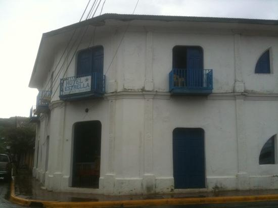 front view of Hotel Estrella