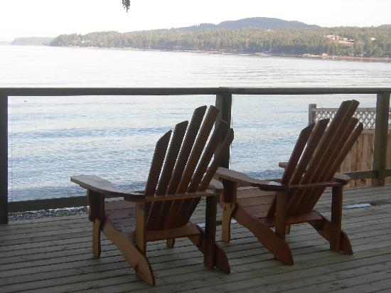Beach Hideaway Bed and Breakfast & Spa: Relax on the Oceanfront Deck!