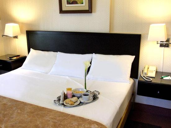 Basadre Suites Boutique Hotel: Room Service