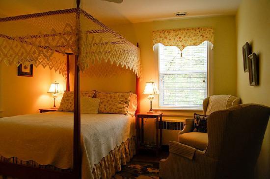 Bentley Manor Inn: Governor Berkeley Room