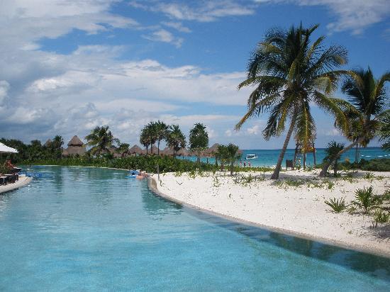 Secrets Maroma Beach Riviera Cancun: infinity pool