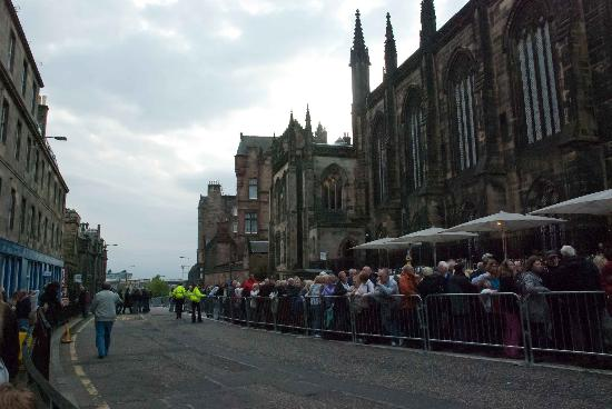 The Royal Edinburgh Military Tattoo : The queue before entrance