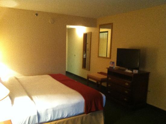 Holiday Inn Express Mt. Pleasant-E Huntingdon: view towards entrance
