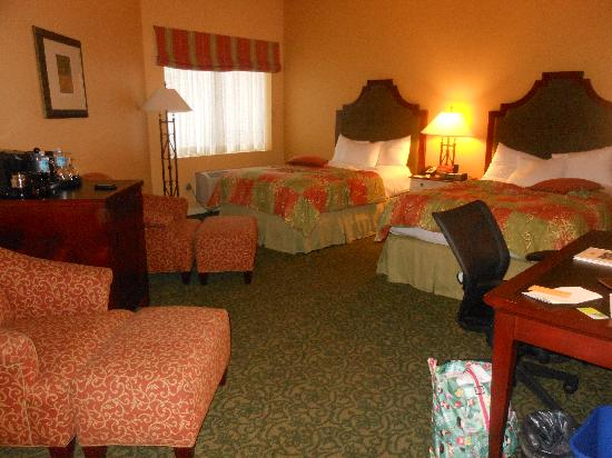 DoubleTree by Hilton Hotel Campbell - Pruneyard Plaza: big spacious room, great for families