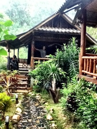 Chiang Dao Hut: Bungalows have views of the mountain out the back.