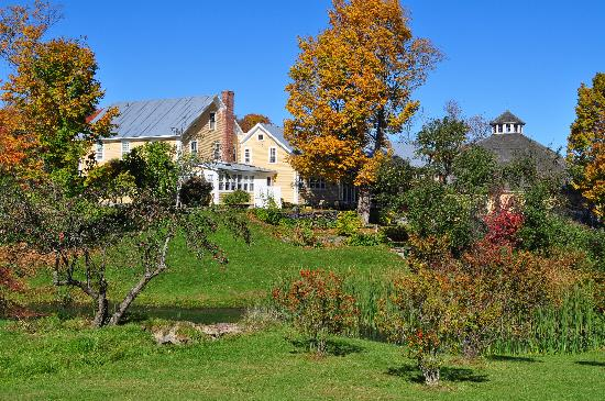 The Inn at Round Barn Farm: Inn grounds