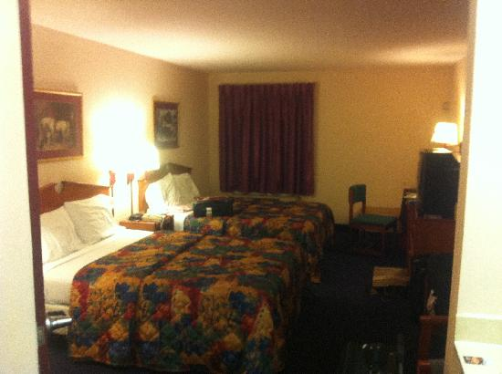 Super 8 Louisville/Expo Center: Our room