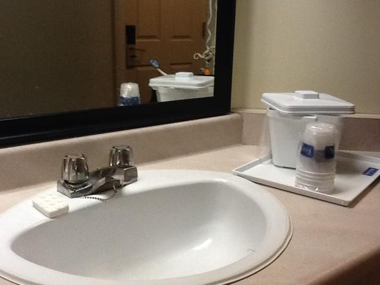 Travelodge Hotel Sudbury: sink