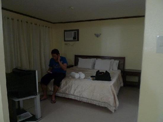 Beachcomber Resort Boracay: King sized bed