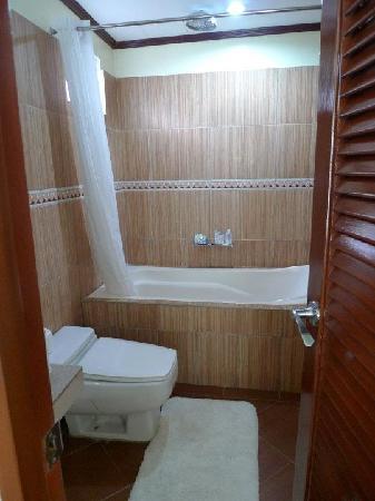 Beachcomber Resort Boracay: Comfort Room
