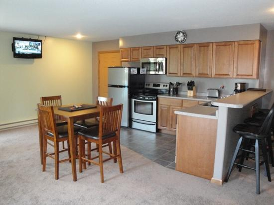 Bear Ridge Guest House: one, two and three bedroom suites