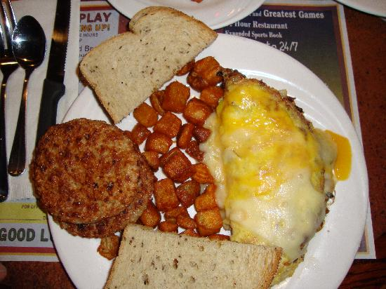 Ellis Island BBQ: Omelet, hashbrowns, sausage and rye toast