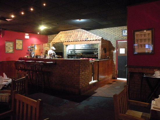 Tango Argentine Grill: Charcoal grill pit