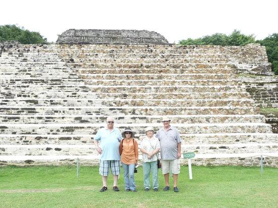 Jaguar Adventures Tours & Travel: Friends at Altun Hun