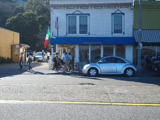 Angelino Restaurant : Restaurante desde la calle