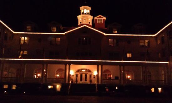 Stanley Hotel: Night time at The Stanley