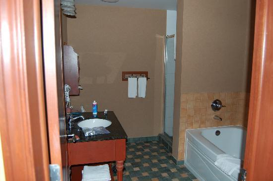 Sommet des Neiges : salle de bain privée à la chambre des maîtres