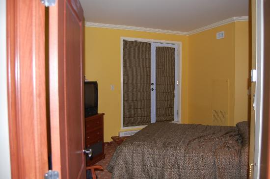 Sommet des Neiges : chambre secondaire avec porte et balcon ( petit )