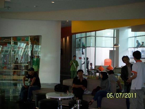 Harris Hotel & Conventions Festival CityLink Bandung: Lobby