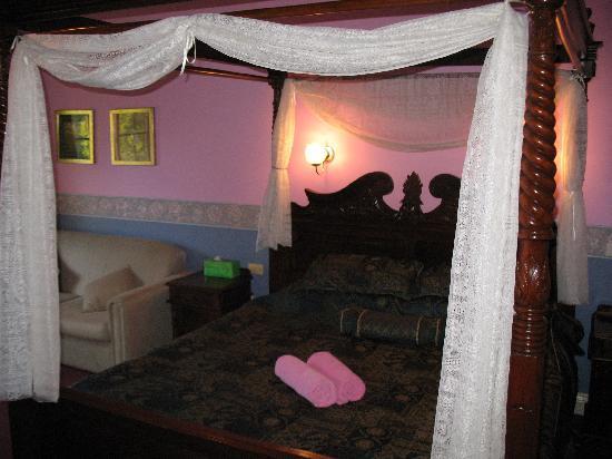 Hatcher's Manor: Hatchers Manor Room