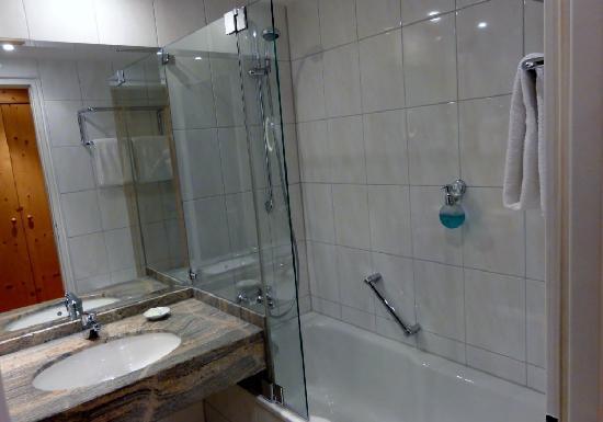 Arabella Brauneck Hotel: Bathroom