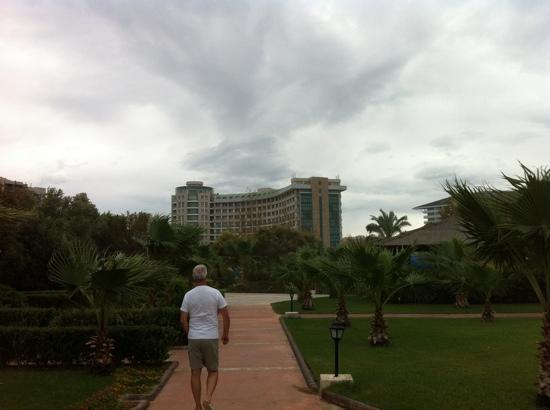 Sherwood Breezes Resort: view from the beach on a windy day