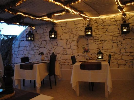 Apsenti Couples Only - Mykonos: restaurant in the night