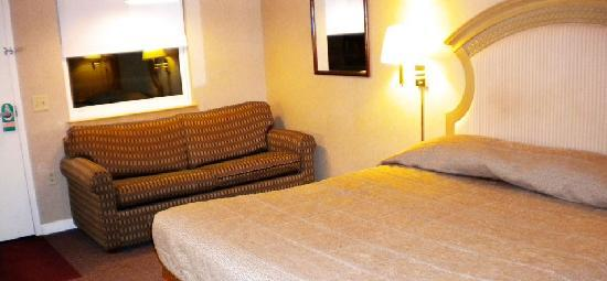 Hillside Inn at Killington: Guest room with king bed
