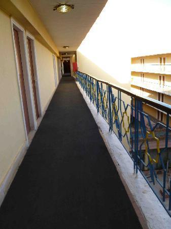 Alcazar Hotel: corridor from lift to room