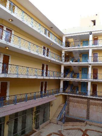 Alcazar Hotel: inner courtyard