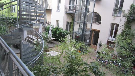 Schoenhouse Apartments: gezellige binnentuin
