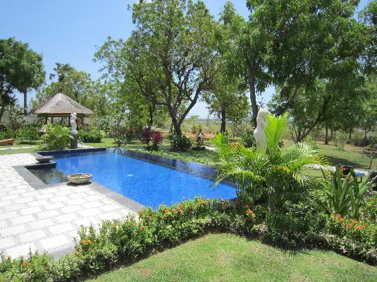 Santi Sari Boutique Hotel: the second pool...  :)