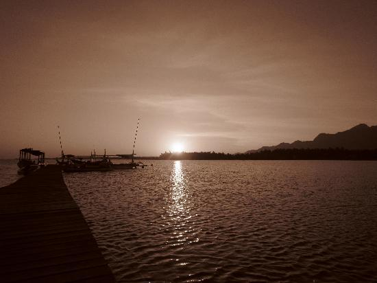 Santi Sari Boutique Hotel: sunrise on the jetty