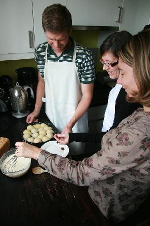 La Cuisine de Bertrand : Attendees taking a class