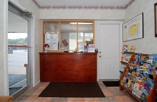Americas Best Value Inn - Niantic / East Lyme : Front Desk