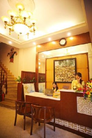 Joy Journey Hotel: Hotel front desk